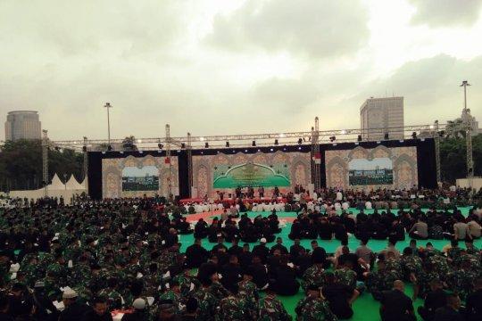 Jokowi buka puasa bersama anggota TNI-Polri di Monas