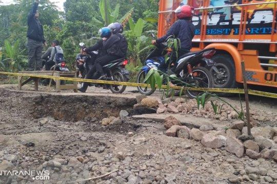 Kendaraan berbobot tiga ton lebih dilarang melintas di lokasi bencana