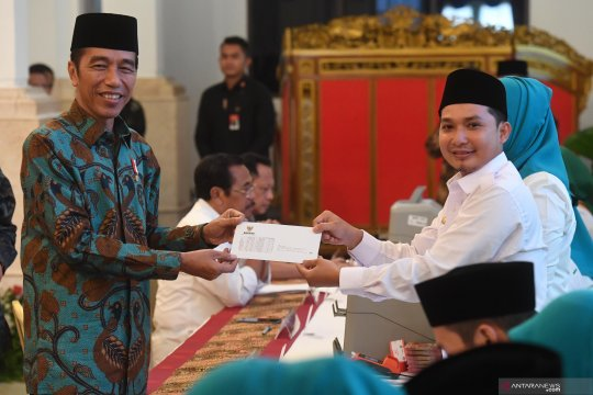 Presiden Joko Widodo bayar zakat mal