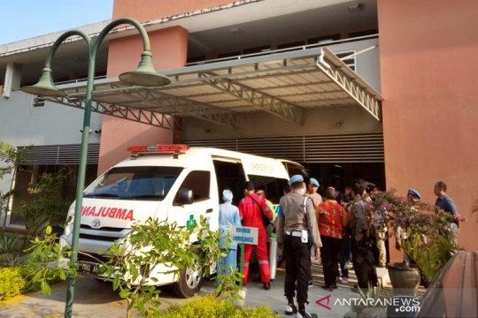 Polisi korban pengeroyokan dipindahkan ke RS Singapura