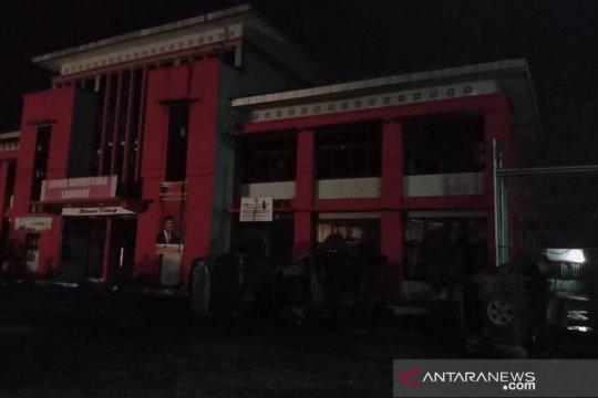 Tiga mobil terbakar, dampak kerusuhan Lapas Langkat