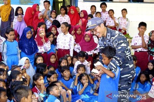 Ladokgi TNI AL edukasi kesehatan gigi saat safari Ramadhan