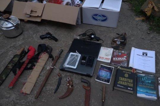 Bekuk teroris di Bogor, Polisi temukan bahan peledak hingga buku jihad