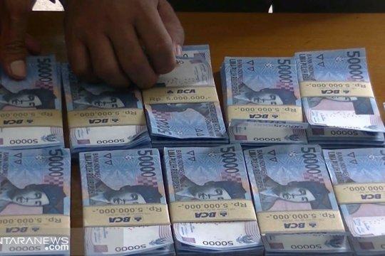 Polisi tangkap pria yang membagikan zakat pakai uang palsu