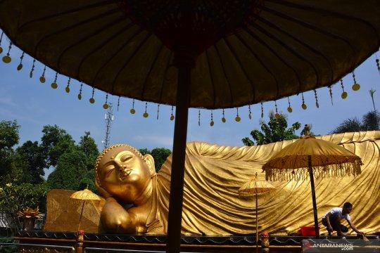 Ritual cuci patung Buddha jelang Hari Raya Waisak