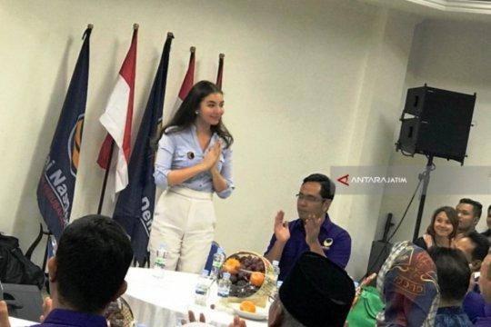 "Bergugurannya caleg artis dapil Jatim menuju kursi ""Senayan"""