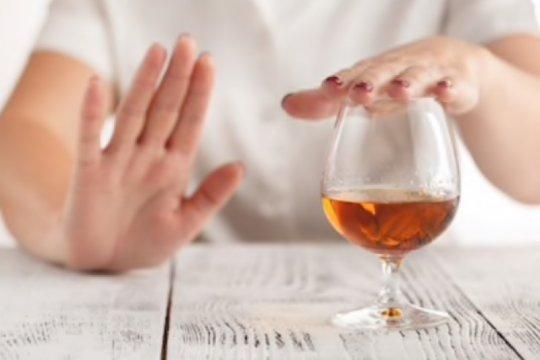 Dampak buruk alkohol untuk kesehatan kulit