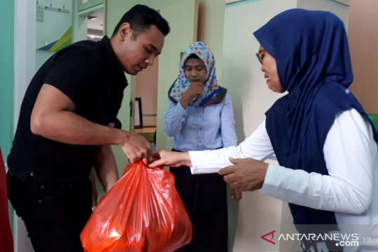 BPJS Ketenagakerjaan bagi ratusan sembako murah untuk warga Palu