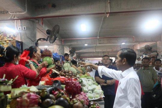 Presiden belanja buah untuk berbuka di Pasar Badung