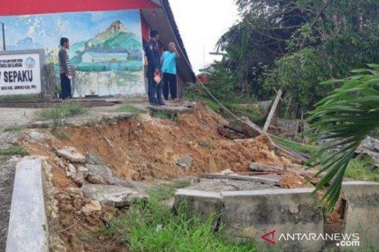 Tanah di Desa Bukit Raya Penajam kembali bergerak