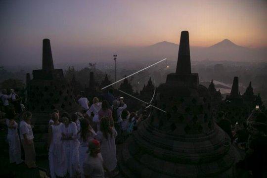 Matahari terbit Candi Borobudur Page 1 Small