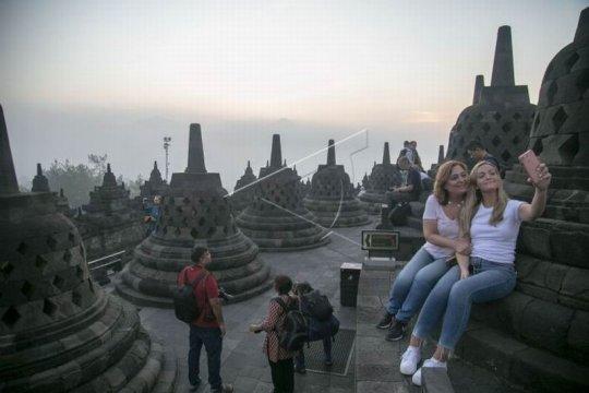 Matahari terbit Candi Borobudur Page 2 Small