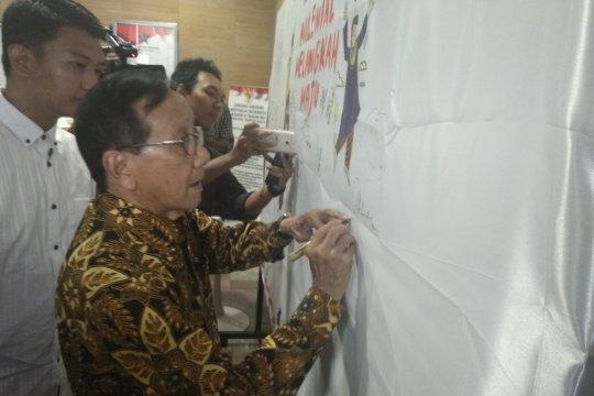 """Akbar Tandjung: """"People power"""" tidak relevan"""