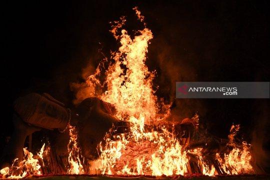 Prosesi pembakaran Patung Buddha warnai Waisak di Mojokerto