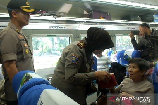 "Polri-TNI Jember perketat ""sweeping"" warga ikut aksi ""people power"""