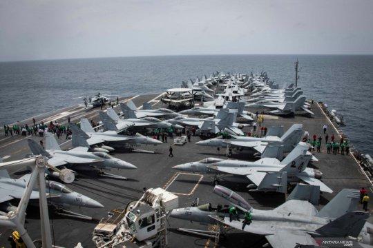 Angkatan Laut India latihan gabungan dengan pasukan kapal induk AS