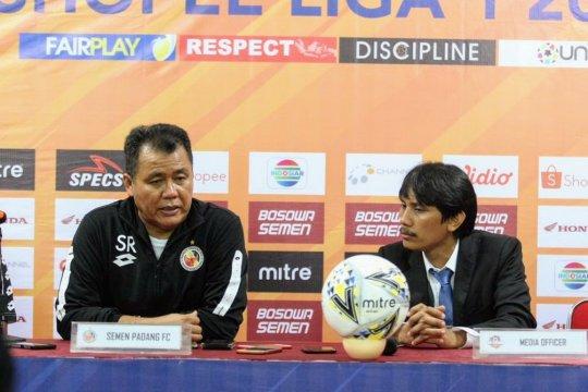 Pelatih Semen Padang bangga dengan kinerja pemainnya di Makassar