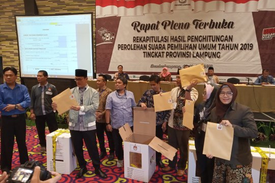 KPU Lampung sahkan empat teratas anggota DPD 2019-2024