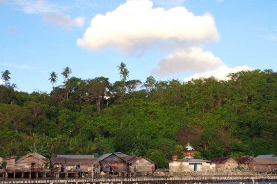 Desa di Halmahera Selatan nikmati listrik