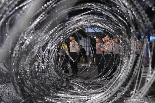 Personel pengamanan KPU siaga sambut kepulangan massa aksi 22 Mei