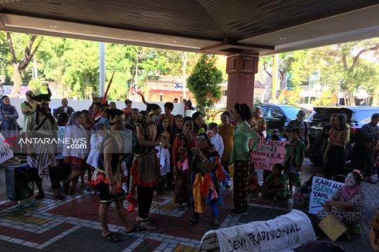 Seniman Surabaya minta legislatif pertahankan Kampung Seni THR