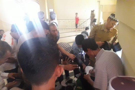 Rejeki Ramadhan pedagang peci dagangan diborong Gubernur Banten