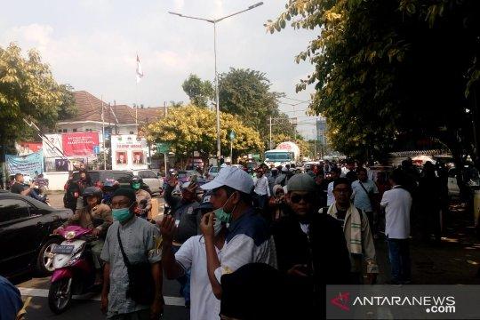 Massa aksi damai bergerak menuju Gedung Bawaslu RI