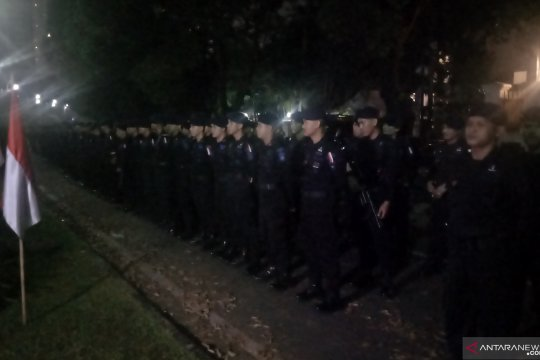 Ratusan personel Brimob disiagakan di kantor KPU