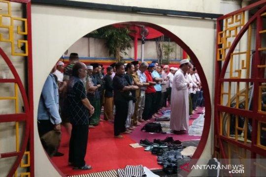 """""""Komunitas Bogor Sahabats""""  adakan buka puasa di Vihara"""