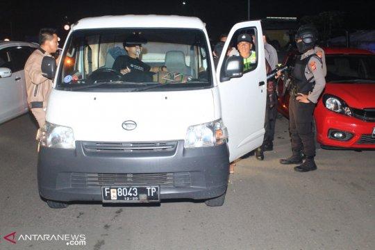 Petugas gabungan mencegah mobilisasi massa dari Sukabumi ke Jakarta