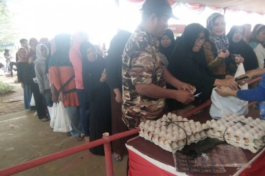 Ribuan warga Rangkasbitung padati pasar murah