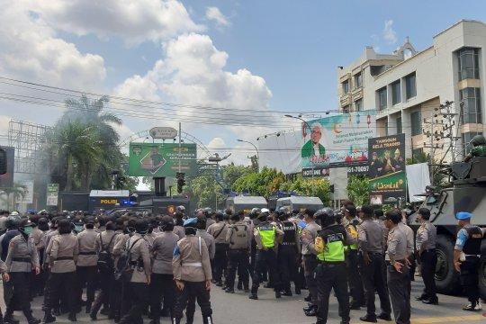 Aparat berhasil halau mundur massa aksi di Pontianak