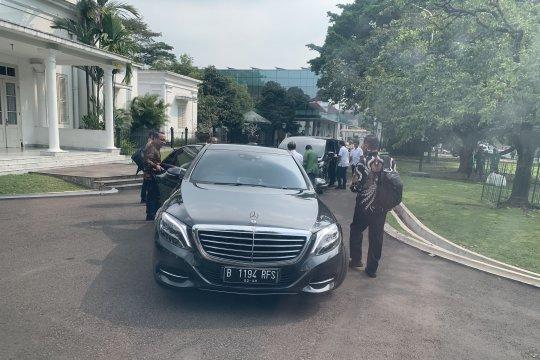 Presiden Jokowi meninggalkan Istana Bogor