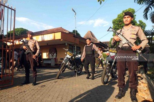 Polri dan TNI patroli gabungan di Jember pascakerusuhan Jakarta