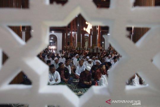 """Umat Islam peringati """"Nuzulul Quran"""" di Masjid Ampel"""