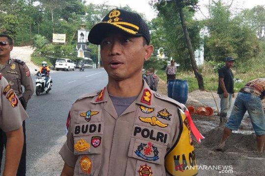 Polisi temukan golok dalam mobil terduga teroris di Garut