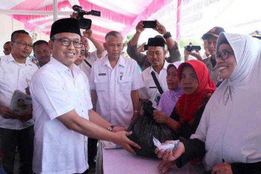 Pemkab Indramayu gelar pasar murah kebutuhan pokok