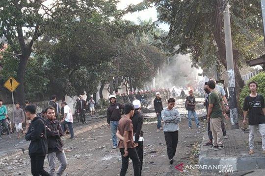 Bentrok massa-aparat di Slipi kembali diredam TNI