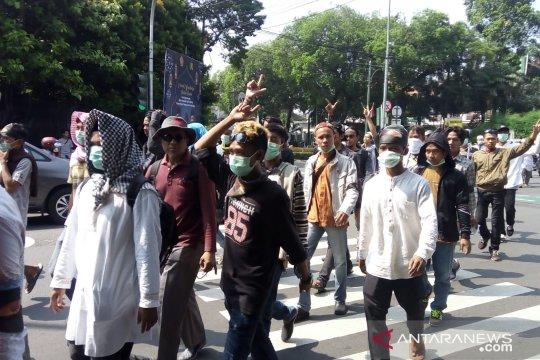 Masyarakat Banten pendukung Prabowo-Sandi tiba di Jakarta