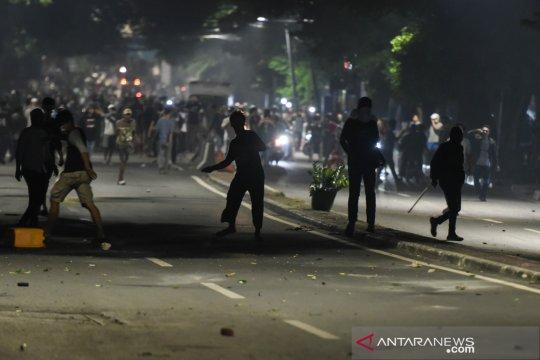 """""""Water cannon"""" buka jalan arah Pasar Tanah Abang"""