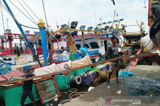 Nelayan Lhokseumawe lepas kembali hasil tangkapan ikan ke laut