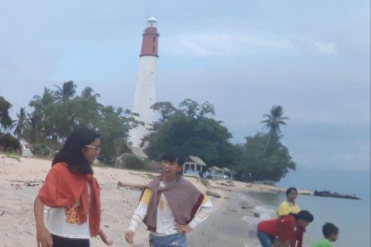 Menikmati berbuka di Pantai Tanjungkalian