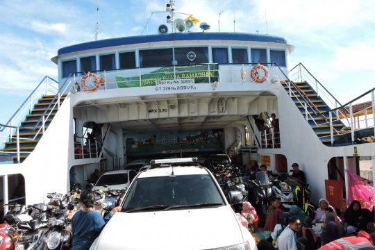 Pemudik membeludak di Pelabuhan Jangkar