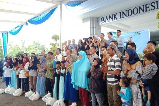 Masyarakat binaan ACT Lampung terima sembako murah BI-BMPD