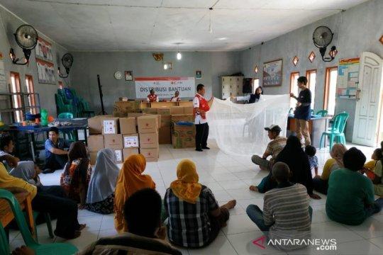 PMI bagikan kelambu antinyamuk cegah malaria di Pulau Sebesi