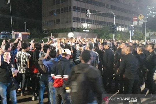 Ribuan polisi nyanyikan yel-yel Brimob Nusantara di kawasan Thamrin