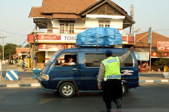 Ribuan Tolo-tolo dipasang Polres Karawang  pada H-7 Lebaran