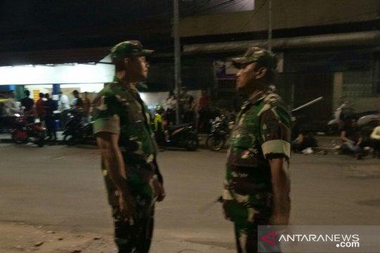 TNI bantu polisi tertibkan massa sekitar Bawaslu