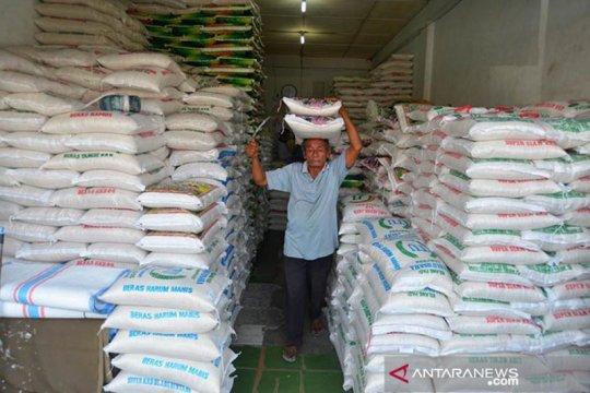 Gubernur Sumsel bagikan beras selain THR untuk ASN