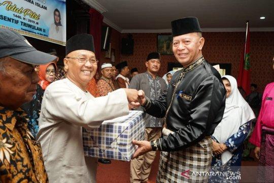 Ketua RT/RW di Tanjungpinang terima insentif dan paket sembako
